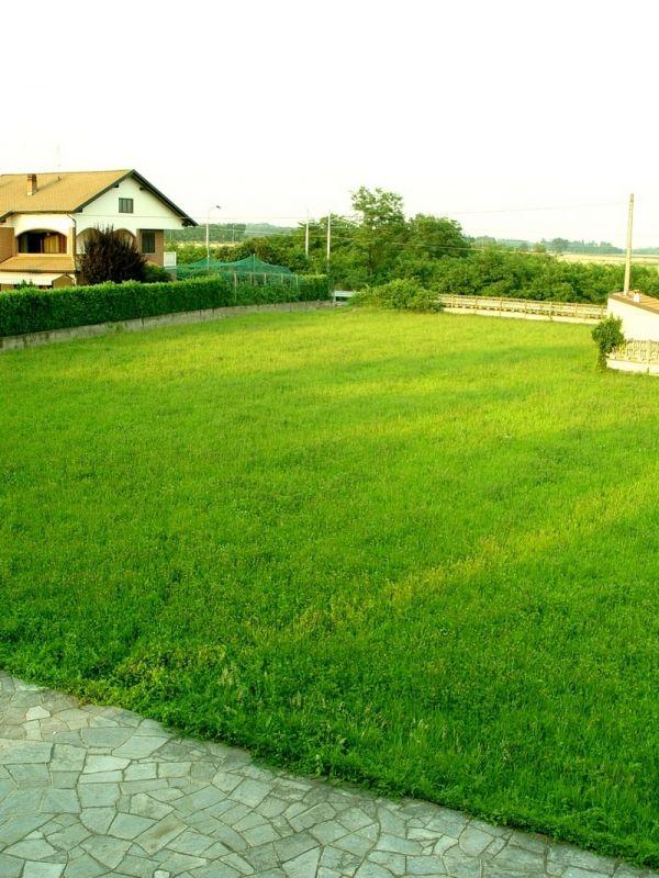 Villa Indipendente 2000 Mq Giardino E 2500 Mq Terreno