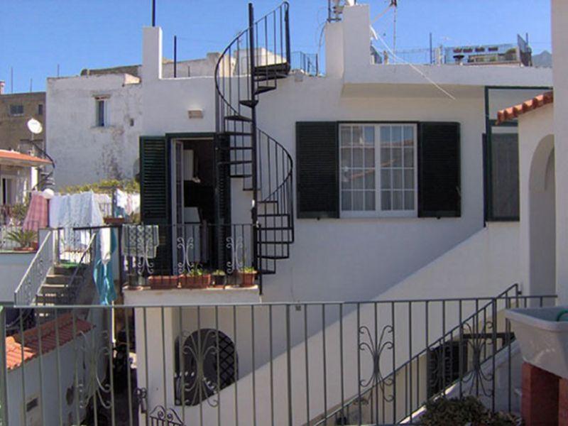 Ischia 2 appartamenti per periodi estivi for Appartamenti ischia