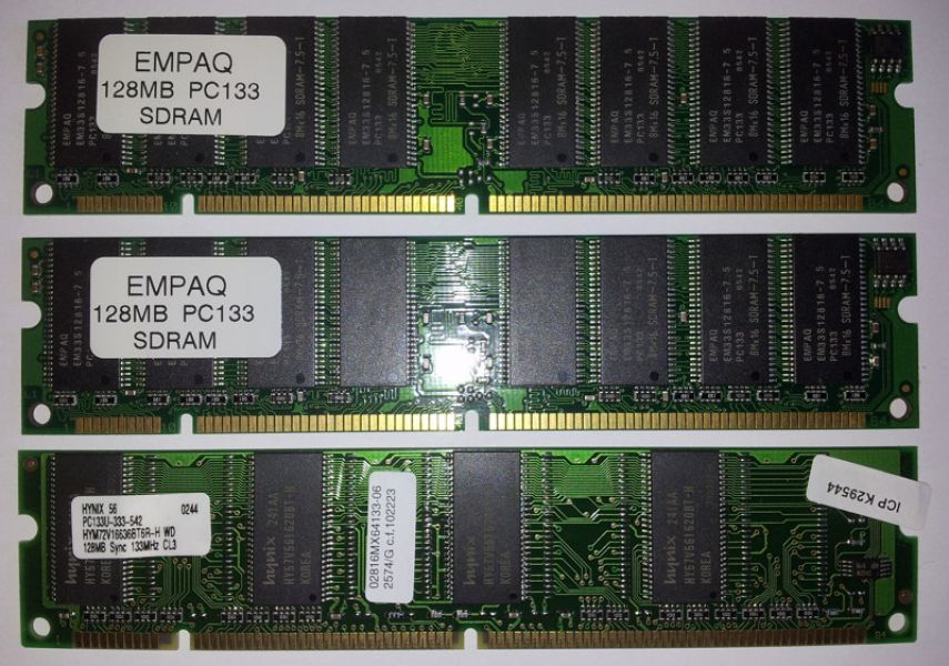 Memoria PC133, 384 MB, (3 X 128 MB), 168 pin.