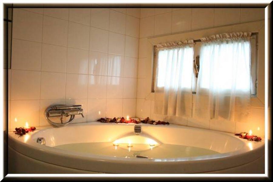 hotel giugliano con vasca idromassaggio : Apt con vasca idromassaggio incluso: spese, internet, posto auto