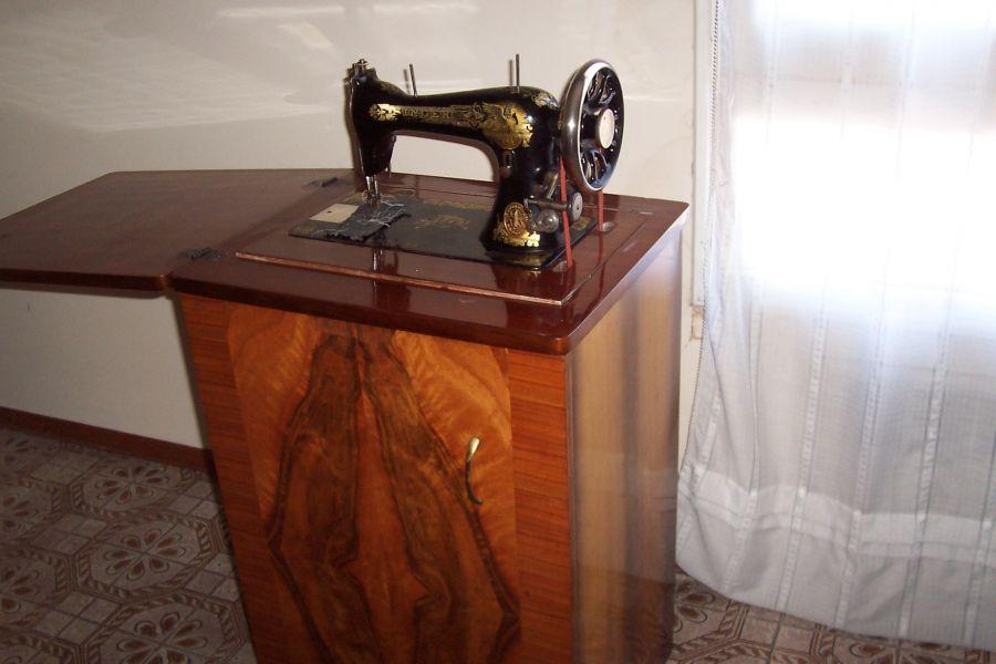 Antica macchina da cucire for Singer macchina da cucire prezzo