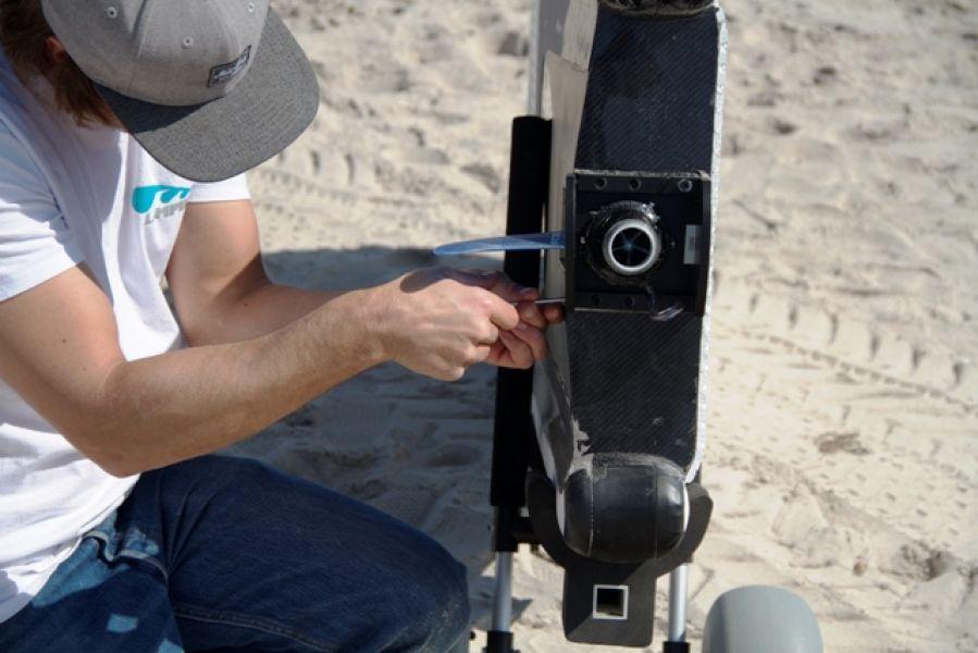 Jet surf motore elettrico a 50 km h - Tavola da surf con motore ...