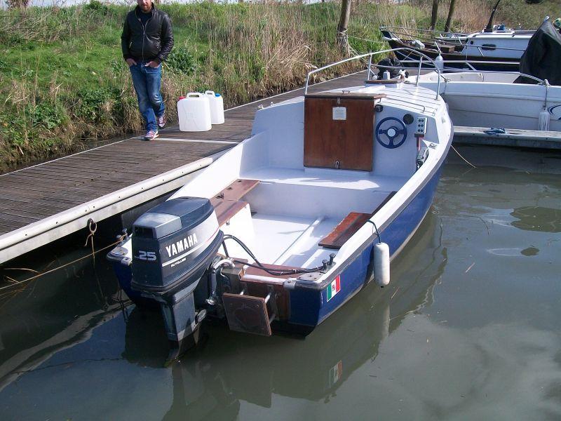 barca pilotina mt 5  00 con motore yamaha top 700 25  40 cv