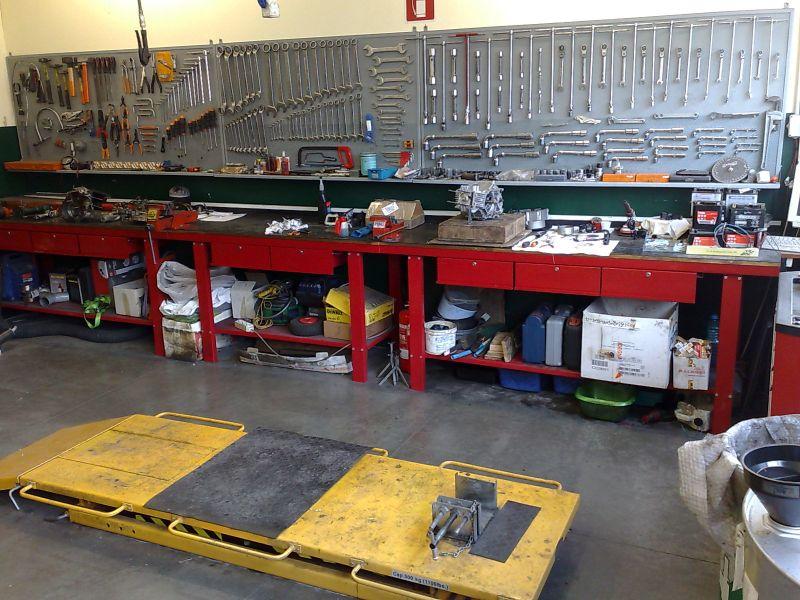Attrezzatura e utensili officina for Arredamento officina meccanica