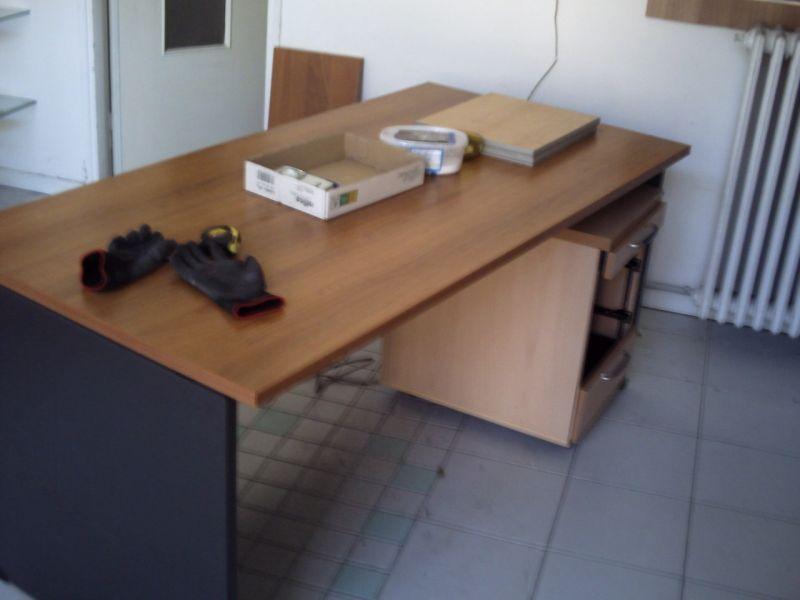 Vendo una scrivania da ufficio mancante 2 cassetti € 30 Rispondi a ...