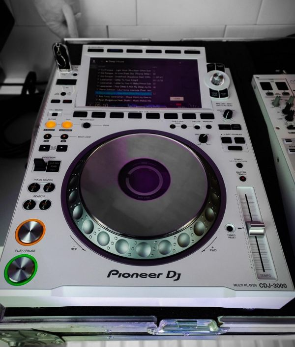 Pioneer CDJ-3000 Professional DJ Multi Player =1400EUR , Pioneer CDJ-2000NXS2 Multi Player =1000EUR