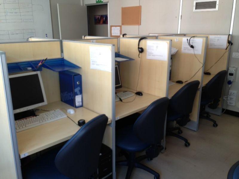 Vendesi nuovissimo arredamento per ufficio for Vendesi ufficio roma
