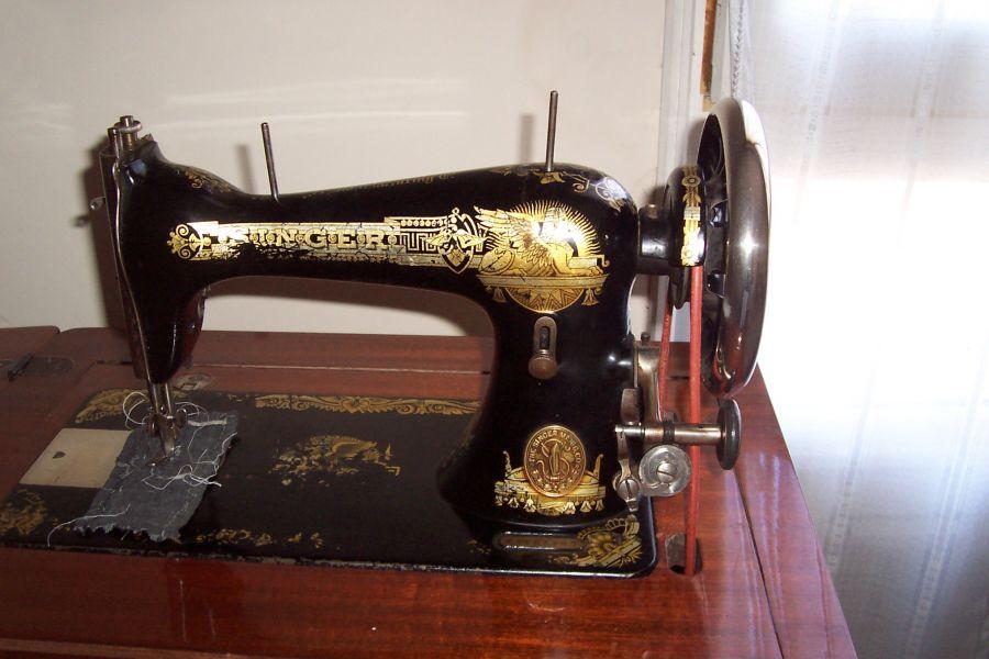 Antica macchina da cucire - Mobili per macchine da cucire ...