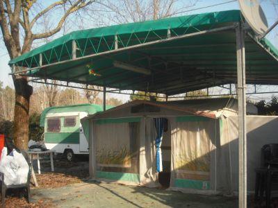 Roulotte elnagh con veranda e struttura copertura pi for Veranda con caminetto a gas schermato